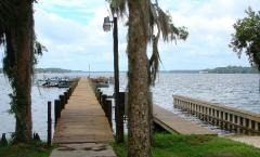 COMMUNITY DOCKS AND BOAT RAMP ON THE ST. JOHNS RIVER